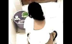 Muslim heavy ass aunty peeing hidden livecam