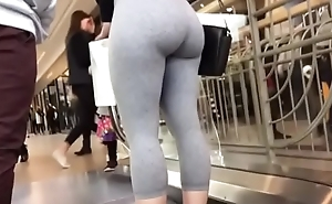 ass on foot in public in leggings