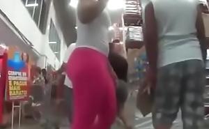 Gostosa Flagrada com cal&ccedil_a Legging Pink Desfilando picayune Mercado deixando todo Mundo com Tes&atilde_o .