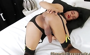 Shemale cums at bottom her mask