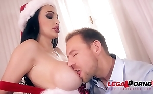 XXXmas hardcore fucking gives Santa Milf Aletta Ocean chills of pleasure GP390