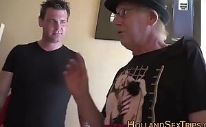 Amateur hooker acquires cum