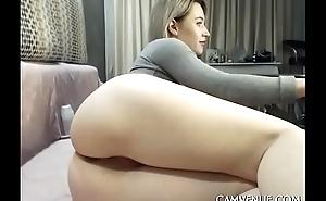 Horny girl rubbing her juicy slit