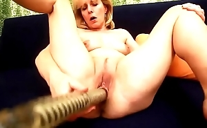 Kolo Blond Sticks A Big Dildo There Her Mature Old Pussy
