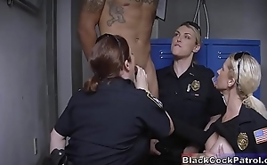 Black Guy Dud For No Reason &amp_ Fucked Away from White Milf Cops