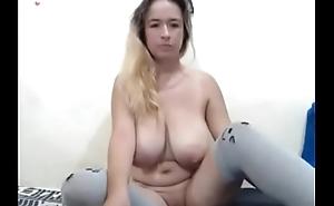tetona desnuda y piercing