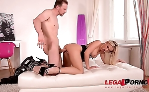 Slim oomph blondie Lola N. spreads her endless feet be expeditious for his beamy hard dig up GP404